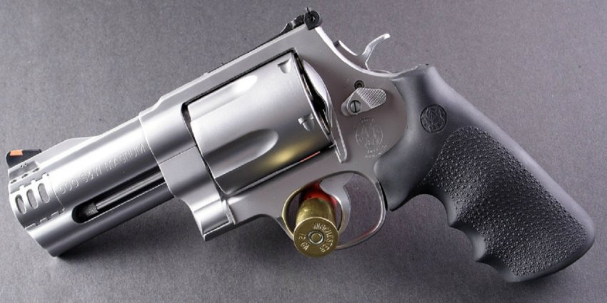 Smith  And Wesson 500 The Gun That Has As Much Firepower As A Rifle
